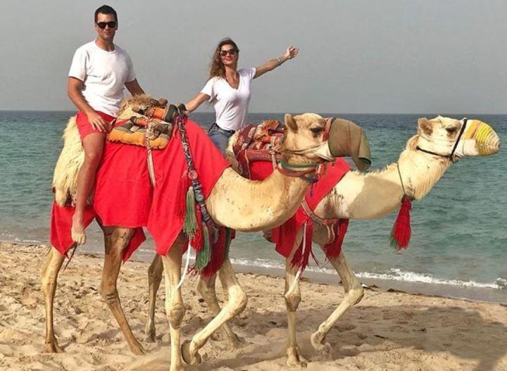 tom-brady-gisele-bundchen-camels